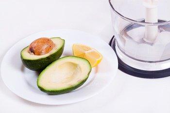 Мякоть авокадо с лимонным соком