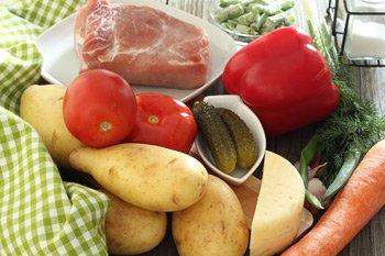 Ингредиенты для горшочков с мясом картофелем и овощами