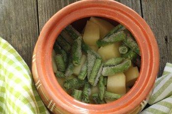 Картофель и фасоль выложенные слоями для тушения