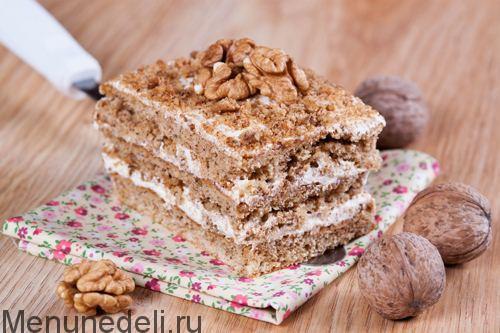 Ореховый торт с белым кремом
