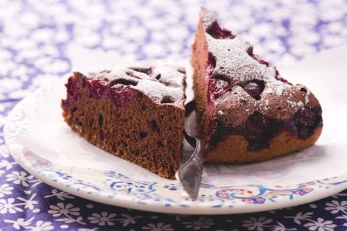 Шоколадный бисквит с вишней рецепт в мультиварке
