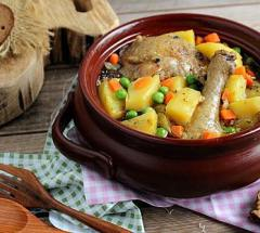 Курица в горшочке с овощами
