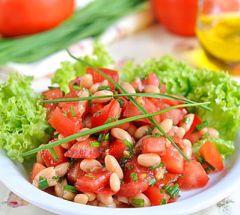 рецепт салата с сухариками и фасолью и чесноком